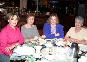 Magaly G. de Necochea, Ana Isabel de Mexen, Patricia de Sánchez Russek y Carmen de Ojeda.