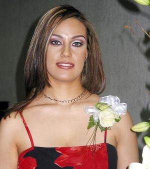 <b><u>09 de marzo </b></u><p> Verónica Fernández Anaya, captada en su despedida de soltera