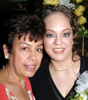 <b><u>11 de marzo </b></u><p> Blanca Flor Rodríguez López acompañada de su mamá María del Carmen López de Rodríguez el día de su despedida de soltera