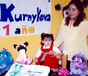 <b><u>10 de marzo</b></u><p> La pequeña María Kurnykova Rodríguez acompañada de su mamá María Zavelina Rodríguez.