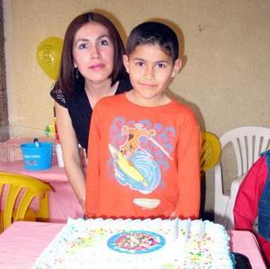 <b><u>11 de marzo</b></u><p> Jesús Alvarado Delgado acompañado de su mamá Mayra Lizeth de Alvarado.