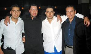 Jorge Zúñiga, Sergio Zúñiga, Federico Juárez y Fedrico Juárez disfrutaron de una noche entre amigos.