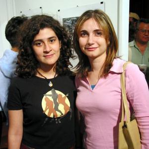 Isabel Morales y Carla Eppen.