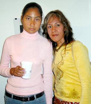 Claudia Burciya y Esmeralda Yañez.
