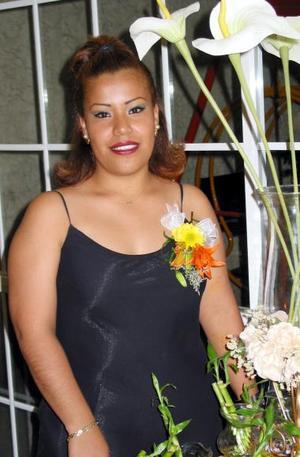 Guadalupe Fernández Díaz en su primera despedida de soltera, que le organizaron María Guadalupe Díaz y Bety Muro.