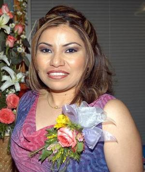 Verónica López , captada en su despedida de soltera.