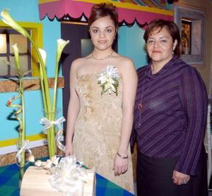 <b><u>13 de marzo </b></u><p> Alejandra Sánchez acompañada de Beatriz Tovalin en la despeddia de soltera que le ofreció en días pasados.