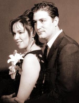 Ing. Berry van den Bogaard y Lic. Juana María Arredondo Corrales contrajeron matrimonio civil el 29 de febrero de 2004.