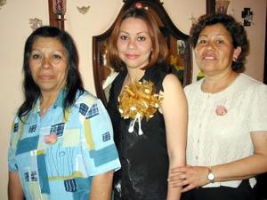 Gabriela Caldera Araiza en la primera despeida que le ofrecieron junto a Adela Araiza y Pilar Franco.