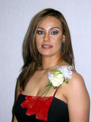 <b><u>15 de marzo </b></u><p> Verónica Fernández Anaya captada en la despedida de soltera que le ofrecieron.