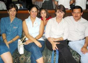 Olivia de Mireles, Beatriz de Mierles, Mónica Mireles, Liliana de Santelices y Roberto Santelices.