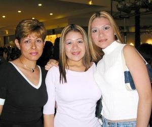 Eva, Karina y su mamá Eva García