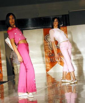 Las modelos lucieron impecables peinados y  excelente maquillaje
