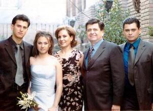 <b><u>16 de marzo </b><u><p> Zaira Aguiñaga acompañada de sus padres Ricardo Aguiñaga y Esthela de Aguiñaga, hermanos, Rodolfo y Ricardo Aguiñaga.