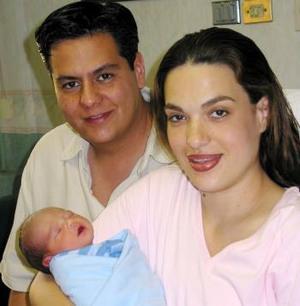 Bernardo Barrios y María Esther Sobrino con su pequeño heredero Bernardo Barrios Sobrino.