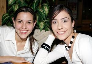 Mónica Martínez Tatay y Gabriela Barrón Olvera.