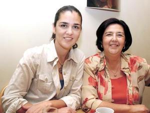 Señoras Ana Barba de Garza y Dalia Martínez de Barba