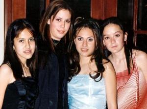 <u><b>16 de marzo </u> </b> <p>  Zaita Aguiñaga acompañada de sus amigas Marcela Castañeda, Griselda García y Elena Weeb.