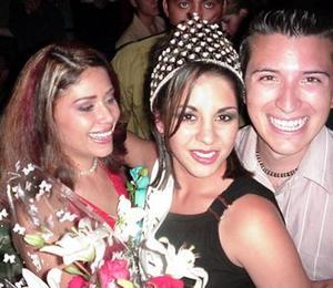 La Señorita Tecnológico 2004, Edna Yolanda Ruiz Estrada junto a dos de sus compañeros.