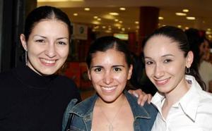 Laura Aramburo, Paloma Saavedra y Delia Cárdenas.