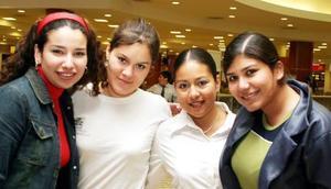 Martha Ochoa Bety Bermúdez, Lulú Romero y Claudia Villegas.