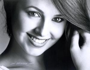 Srita. Brenda Madero en una fotografía de estudio.
