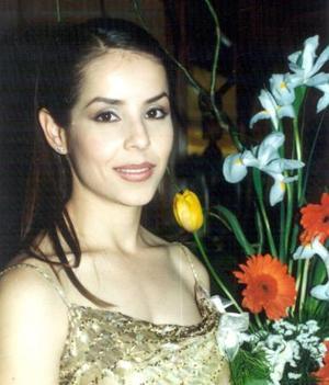 <b><u>18 de marzo </b></u><p>  Claudia Robles Heimpel en su primera despedida de soltera.