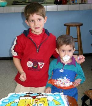 El pequeño Leonardo de la Parra, festejó su tercer cumpleaños con un agradable convivio, lo acompañó su hermanito Lorenzo
