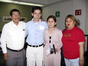 José Roberto Díaz regresó a San Diego California y fue despedido por José Luis Díaz y Olivia Villegas