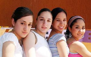 Laura Pérez Garrido, Regina Ibargüengoitia, Diana Hernández y Tahany Lee.