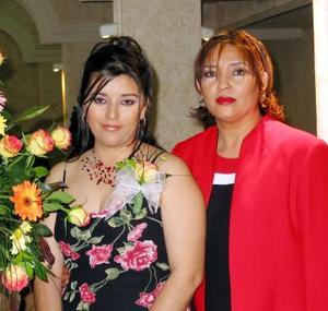 Selene Díaz acompañada de Rosalba González de Dïaz en su despedida de soltera.