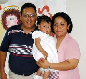 <b><u>20 de marzo</b></u><p> Alejandra Sánchez Venegas con sus papás Hugo Sánchez Portillo y Lolis Venegas de Sánchez.
