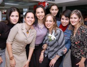 <b><u>19 de marzo </b></u><p>  Blanca Flor Rodríguez acompañada de sus amigas María Julia Elías, Inglaterra Esparza, Amy Reyes, Layla de Sada, Karla Samaniego y Sara de Rodríguez.
