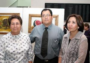 María de la Luz Martínez, Roberto Salcedo y Martha Hernández de Salcedo