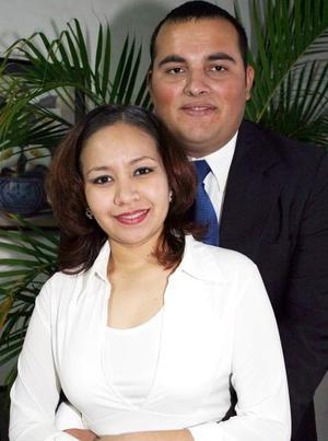 Martha Lizeth Jiménez y Salvador Santa Ana Cervantes, captados en pasado festejo social.