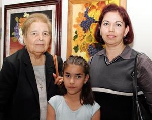 Otilia de Quiroz, Melissa Ramírez y Norma de Ramírez.