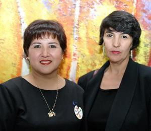 Rosario Ochoa y Myrna Salazar.
