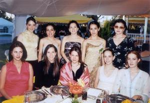 Mafer Ortiz , Ana Tere García, Odilia García, Mayra Dávila, Carolina de Soto, Mariana Delgado, Lizette de Helguera y Claudia Mendiola fueron algunas de las asistentes a la despedida de soltera de Claudia Rangel Heimpel.