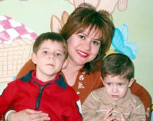 Leonardo de la Parra festejó su tercer cumpleaños en compañía de su hermanito Lorenzo y su mamá María Eugenia Soto.