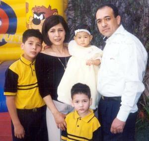 Sofía Escalera acompañada de sus papás Ricardo Escalera y Juanita Ramos y sus hermanos Ricardo y Alejandro, el día que cumplió un año de vida.