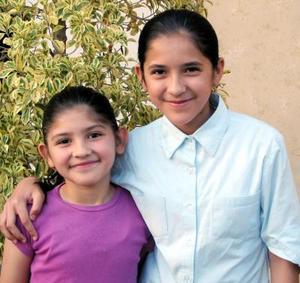 Flor y Arely Rodríguez Palomares captada en pasado festejo.