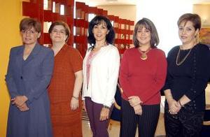 Patty de Albuqerque festejó su cumpleaños en días pasados acompañada de sus amigas Laura de Robles, Caro de García, Caty de Bejarano y Sandra de Frausto.