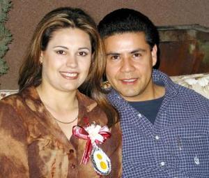 Susana Ávalos Martínez e Issac Pérez en la despedida de soltera que les organizaron por su próxima boda.
