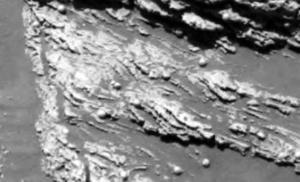 Este tipo de rocas puede formarse a través de la acción de los vientos. Sin embargo, en rueda de prensa realizada en Washington, los investigadores dijeron que las capas cruzadas corresponden más con los sedimentos establecidos por agua.