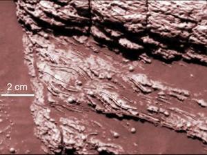 Squyres reconoció que aún hay muchas cosas que no sabemos, como la extensión exacta del cuerpo líquido o cuánto tiempo duró su presencia en la superficie de Marte, aunque confió en hallar más respuestas en las próximas semanas.