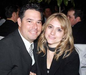 <u><b>23 de marzo </u> </b> <p> Emilio Flores y Alicia de Flores.