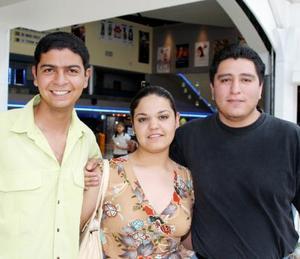 Genaro Alvarado, Diana Barrera y Alexander Cazales.