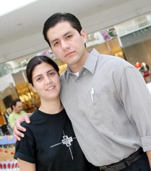 Gloria Viesca y Eliud Santibáñez.