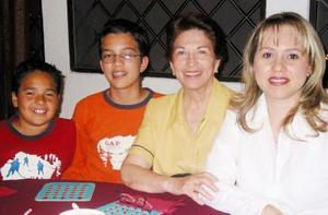Manilo Gómez, David Curiel, Yolanda de Gómez y Ana Elena de Gómez.