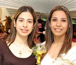 <b><u>24 de marzo </b></u><p> Vanessa Blando y Jessica Evaristo, captadas en la despedida de solteras que les organizaron.